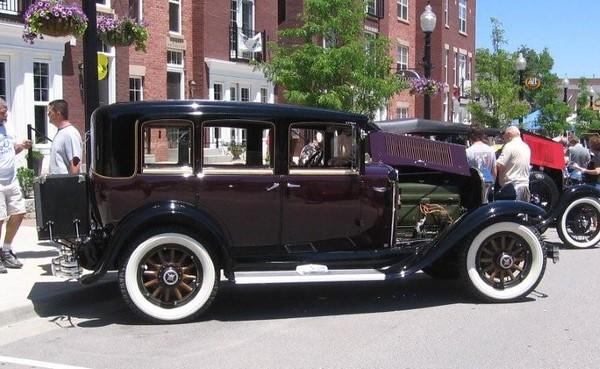 29-47 four door sedan - owned by Kent Thomas.  Taken at Carmel, IN first Artomobilia.