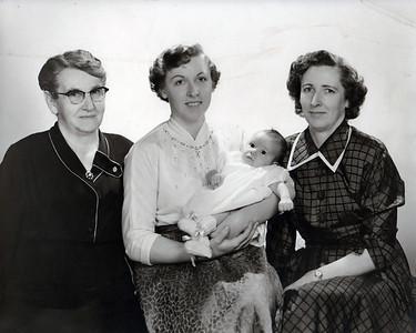 Grandma Elliot, Laveta, Linda, & Edith