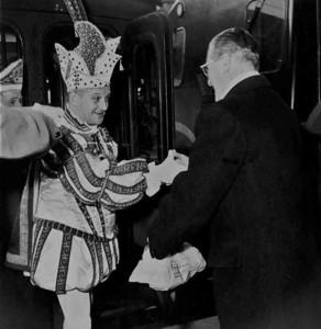 Prins Nico den Eerste wordt ontvangen door burgemeester Hustinx