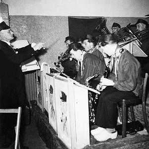 De president van St. Annke dirigeert de Knollenplukkers