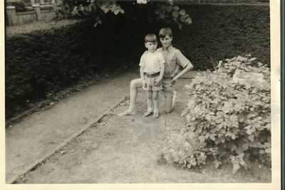Paul & John in the front garden at Bexleyheath