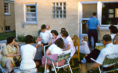 1961  - 13 Trzaskus Family ar Aunt Stella's