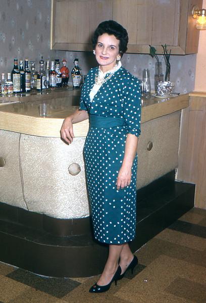 1960 - 18 Mom