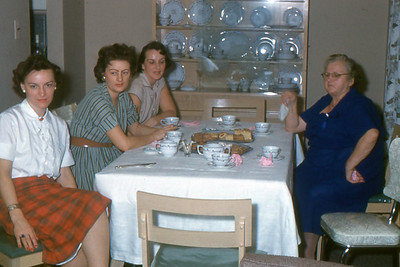 1960 - 05, Neighbors, Mom, Busa