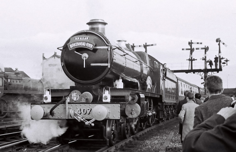 4079 Pendennis Castle, Chester, 4 March 1967 5     The Castle sets off for Didcot with 1X82, passing 73026 bringing in 1X83.