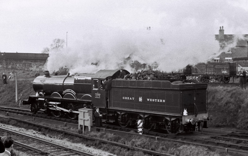 4079 Pendennis Castle, Chester, 4 March 1967 4     The Castle sets off for Chester General.