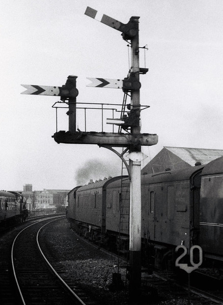 3442 The Great Marquess & 45697 Achilles, Whitehall Junction, Leeds, 10 September 1966 1   The two trains pass a fine Midland signal.