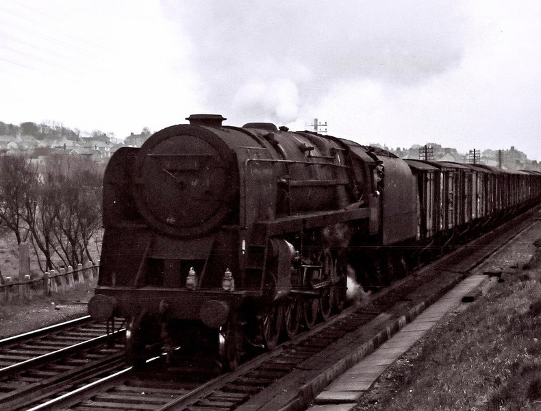 92071(?), Hest Bank, 25 March 1967.    This northbound 9F was too filthy to identify with any certainty at the time of the photograph.   92071 survived until November 1967.