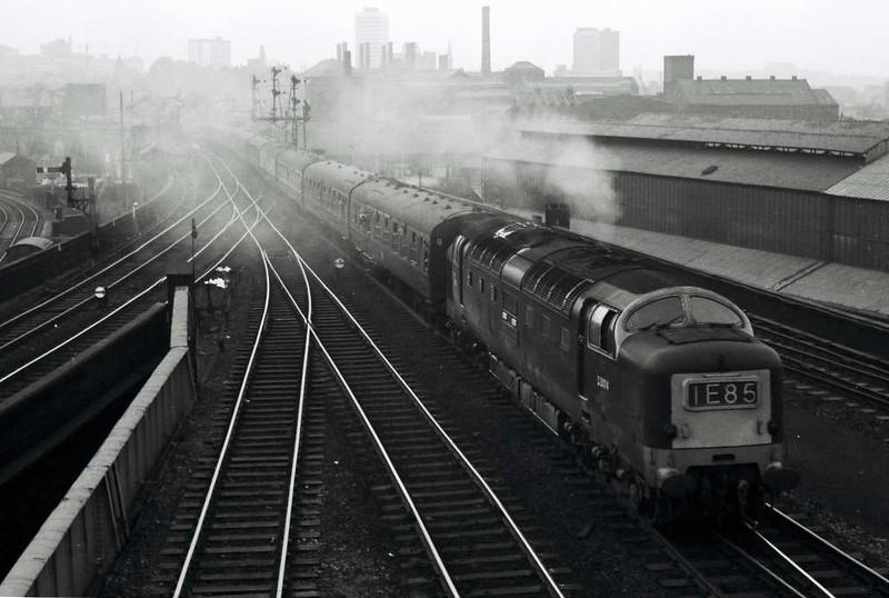 D9014 The Duke of Wellington's Regiment, 1E85, Leeds Central, Sat 29 April 1967 - 1800.  The last Deltic departure storms out of Central.