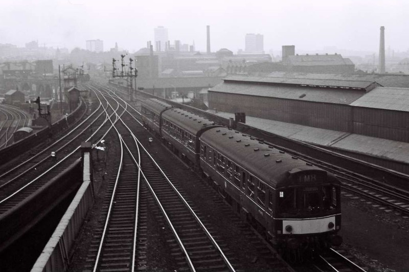 M52072 etc, 1M8x, Leeds Central, Sat 29 April 1967.  The Calder Valley DMU sets off for Liverpool.
