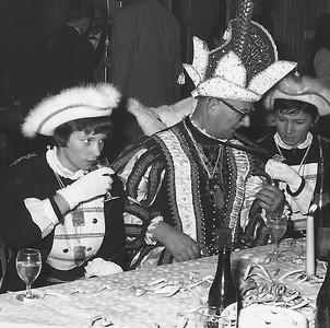 Prins Louis den Eerste met zijn dochters als page: Tineke en Wies