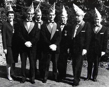Bestuur van St. Anneke.   Van links naar rechts: M. Heshusius, Jan van de Laak (penningmeester) G. Jacobs, Ton de Kluijs (Voorzitter) Ab Keijzers, Toon Reijnen (secretaris) en Ben Kemperman