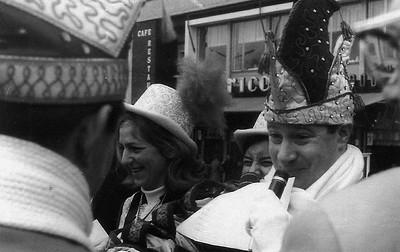 Opening van het carnaval op Plein 1944