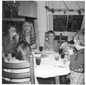 1974ish-VerjaardagNicole-ish01-Alb006