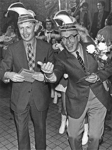 Mr. Dries van Agt (links) en Burgemeester Theo de Graaf