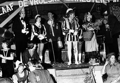 Links Adjudant Ruud de Vries, daarnaast Page naam ?, Boerenkinkel Gijs van de Voort, Prins Frans den Eerste en Miss Heikneuter Diana Meeuwsen