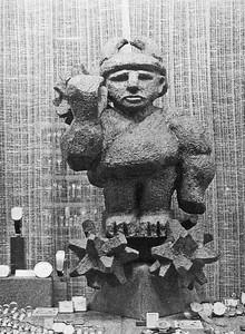 Ridder van Knotsenburg in de etalage van juwelier Stal in de Augusteinenstraat
