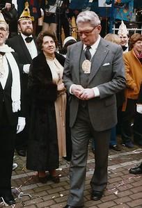 Kabinet van Prins Wilfried den eerste op de Grote Markt en burgemeester Hermsen denkt er het zijne van.