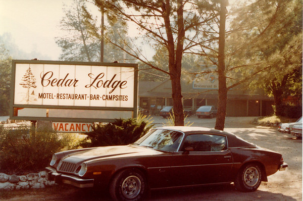 1983-05-00 CedarLodgeSign