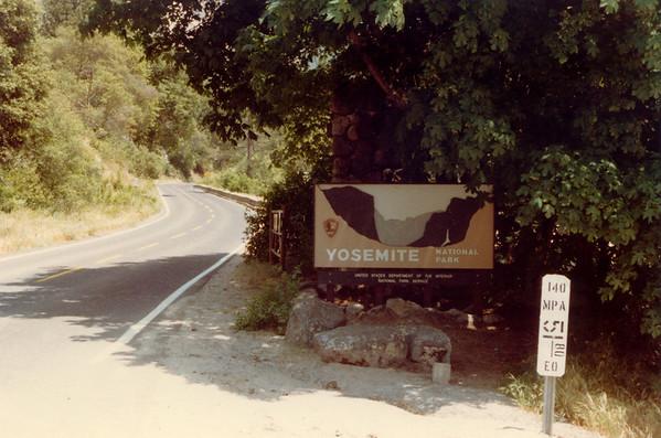 1983-05-00 YosemiteParkSign