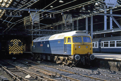 47581 'Great Eastern' emerges from the shadows at Liverpool Street after being released by the departure of 47572 (18/09/1982)