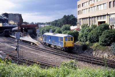 73111 makes its way out of the Bay to take the Boat Train forward from Bournemouth to the Capital (27/08/1982)
