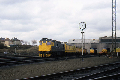 27012 stands at the head of the Breakdown Train in the yard of Eastfield TMD. The 'ex-sorks' 37 is possibly 37033, with 37014 then on the right (03/04/1982)