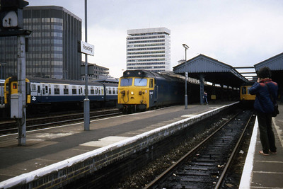 50047 'Swiftsure' awaits departure from reading with a train for Paddington (08/04/1982)