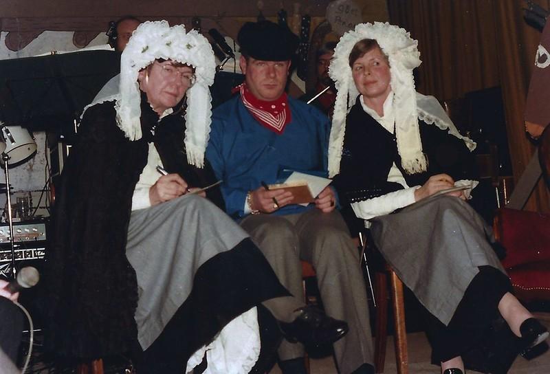 De Vrolijke Heikneuters met verkiezing Miss Heikneuter. Links Bets van Son, midden Willie van Gemert