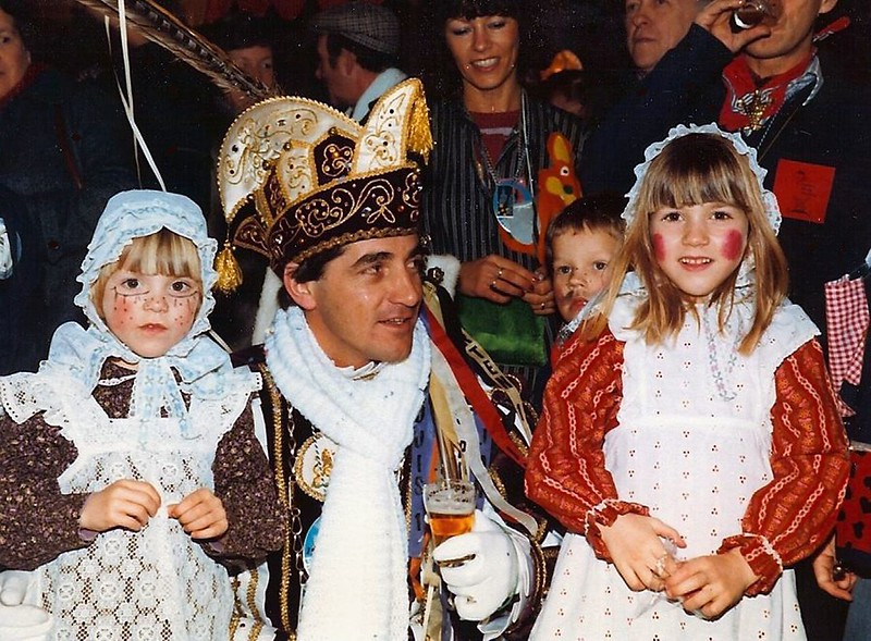 Boerenbrulloft met beide dochters van Prins Jos den Tweede