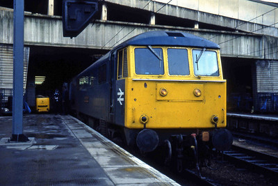 86215 'Joseph Chamberlain' at Birmingham New Street having taken over 1Mxx 07xx Penzance  - Liverpool (10/01/1983)