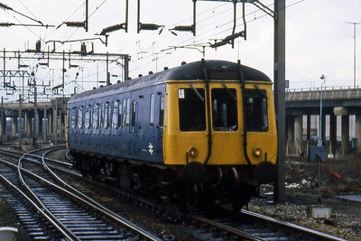 DB975042 passes through Bescot on a route-learning duty (10/01/1983)