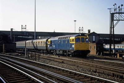 33017 departs from the carriage sidings at Clapham Junction with an ECS working (22/02/1983)