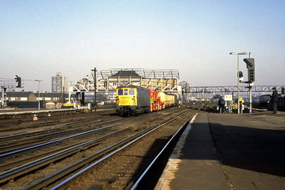 73108 and 73122 top-and-tail a crane at Clapham Junction (22/02/1983)