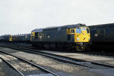 26021 at Aberdeen Ferryhill. Visible in the back ground are 08828, 47275 and 47207 (07/04/1983)