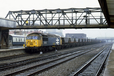 56113 passes through PLatform 3 at Doncaster with a rake of empty HAA wagons (12/07/1983)