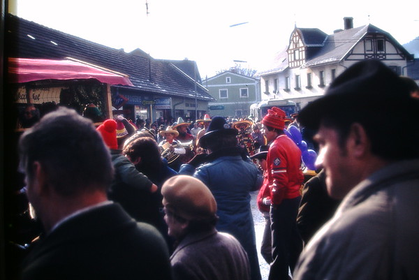 1984-02 Faschingsumzug Pernitz