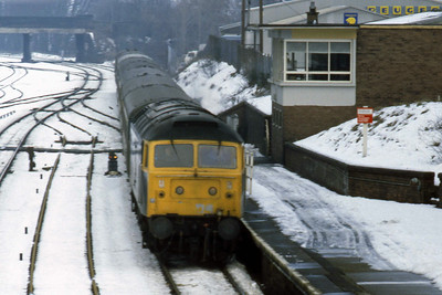 47526 arrives at Dumfries with 1M06 1035 Stranraer - Euston (Ian Ward: 28/01/1984)