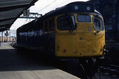27034 heads south through Platform 1 at Carlisle (15/04/1984)