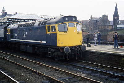 27056 calls at Dumfries with 1S37 1240 Carlisle - Glasgow Central (14/04/1984)