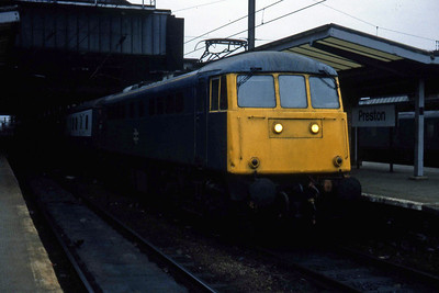 85031 calls at Preston with 1Pxx 1545 Euston - Carlisle (18/04/1984)