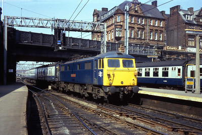 87027 'Wolf of Badenoch' arrives at Carlisle with 1Mxx 1110 Glasgow Central - Euston (26/04/1984)