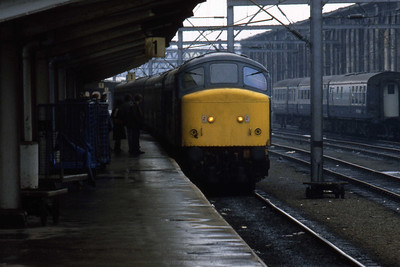 45105 is pictured on arrival at Carlisle with 1M09 0907 ex-Leeds (Ian Ward: 28/01/1984)