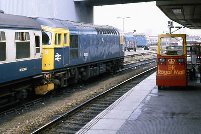 33015 is seen later that day with an ECS working at Bristol Temple Meads (22/09/1984_