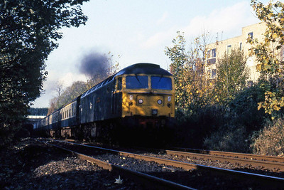 47408 'Finsbury Park' approaches Leonard Street bridge after departing Bingley with 1E23 1040 Carlisle - Leeds (01/11/1984)