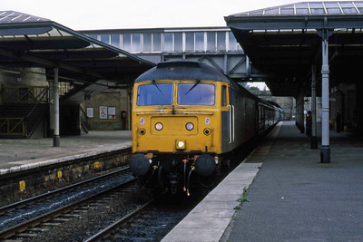 47594 arrives at Bingley with 1M26 1555 Leeds - Carlisle (26/09/1984)