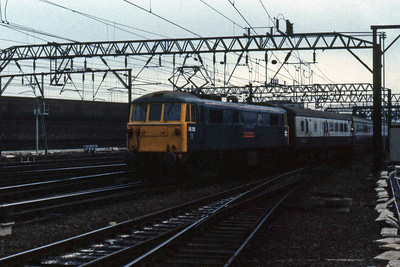 86315 'Rotary International' arrives at Crewe with 1H09 1050 Euston - Manchster Piccadilly (31/10/1984)