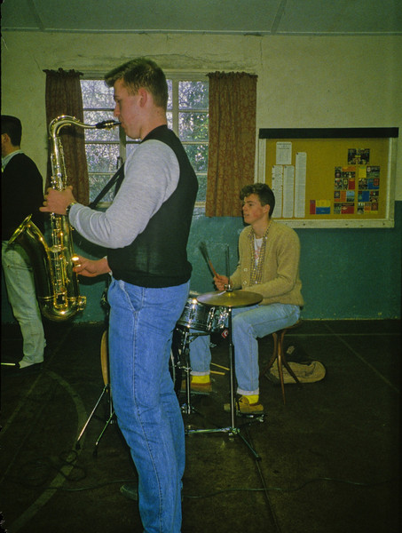 1985-033