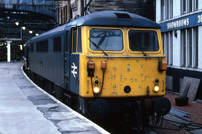 87032 'Kenilworth' awaits departure from Glasgow Central with 1M52 1710 to London Euston (09/02/1985)