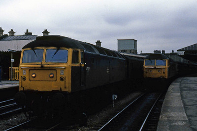 47195 heads a rake of parcel vans in the centre road at Sheffield as 47447 waits to continue its journey across the Hope Valley with 1S85 0717 Harwich Parkeston Quay - Glasgow Central (08/04/1985)